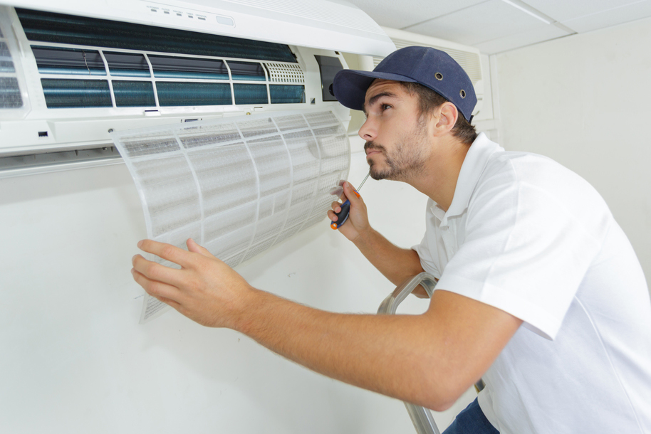 technicial cleaning air conditioner filters
